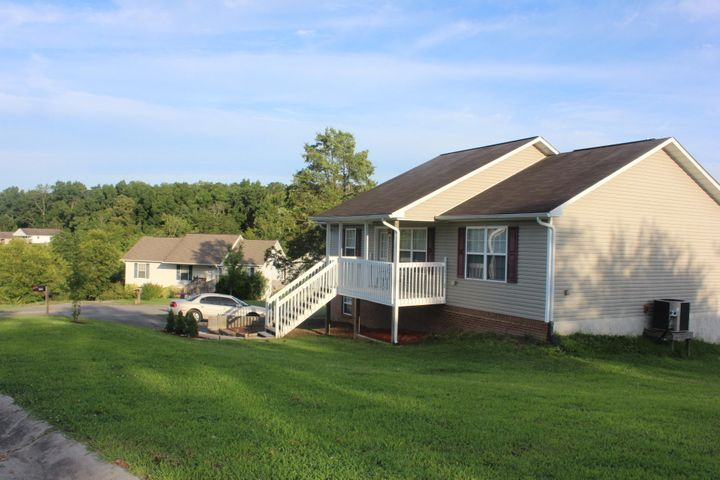 Cute Well maintained Home!!!Perfect for a starter home or if you want to down size.