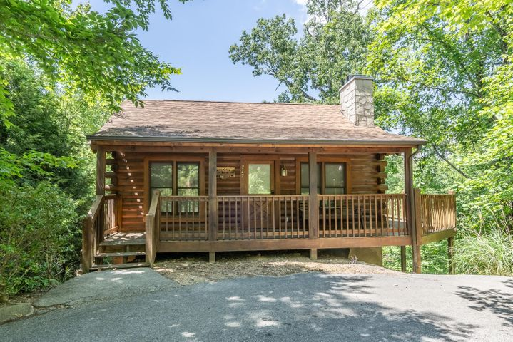 Located in Eagles Ridge Resort, this two story, 2 bedroom 2 bathroom cabin is waiting for you! Located on a cul de sac, and no thru traffic. Walk in to an open airy feel, full kitchen and private bedroom on the main level. Wonderful front porch for enjoying you morning coffee. From the main living area, you can walk out to the screened porch and with a wooded view. Go downstairs to the master suite which includes a large soaking whirlpool tub as well as private bathroom and its own private porch. This is the perfect opportunity to own a vacation investment cabin and at the same time a place to call home in the mountains when the mood strikes you. Within a few minutes of Pigeon Forge, Sevierville, Gatlinburg and of course the Great Smoky Mountain National Park