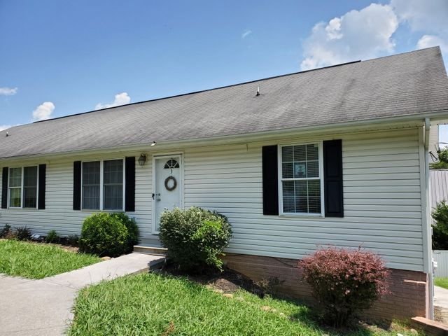 This property is move in ready.  Home has finished basement. Bonus room downstairs could be used for great room or den etc. Great location close to Chapman Hwy.  This unit will be great for an investor and renter is willing to stay if wanted.