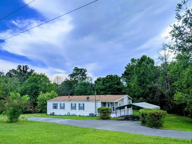 Over 1 Acre of spacious land surrounds this cozy 3/2 Home! Inside has been updated with new carpet, paint, new HVAC system, finished addition interior, storage shed outside, creek runs alongside property w/bridge, and plenty more. Convenient to Sevierville, Douglas Lake, Pigeon Forge and Gatlinburg.