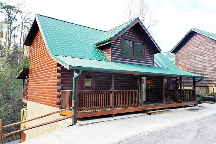 Less than 5 minutes to the Parkway in Pigeon Forge! This fully refurbished 5 bedroom 5 bathroom home has 3 levels of exquisite finishes. New flooring throughout, new furnishings, new granite, new plumbing fixtures, newly stained, new arcade game and new decor. Sleeps 15! Just add your personal touches or leave it as is. It is ready for the rental program today! Call me and let me compile a financial analysis for you based on the projections and expenses and let me show you how it can pay for itself.