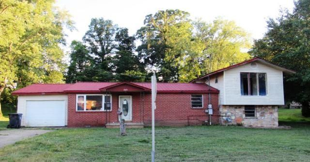Great opportunity to own this 3 bedroom 2 bathroom single family home. Thisproperty built in 1965 has approximately 1358 square feet of living space. Closeto restaurants and shopping. Bring your ideas and design and see how you cantransform this place into just what you've been looking for.