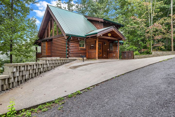 So close to the Glades Rd Arts and Crafts community AND the Great Smoky Mountains Greenbrier entrance, ''Happily Ever After'' is the perfect location in Gatlinburg! Stunning Log Cabin with 3 levels of living. Master bedroom on main floor with see through fireplace between bed and Jacuzzi and deck access. Cozy gas fireplace in great room. Second suite upstairs and Lower level offers another sleeping quarters and full bath as well as another family room area. Adorable carvings in the interior logs add to the ambiance this cabin offers. Distant & Seasonal views makes this a relaxing private getaway while being in close proximity to the attractions. Lower deck has steps to a level, picnic/sitting area. Paved parking for a 3 or more vehicles.