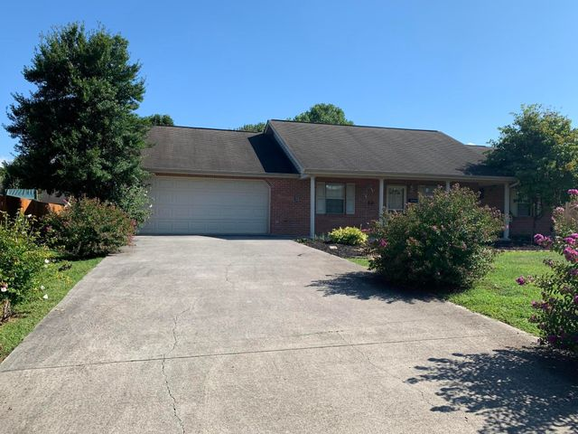 This ''no step'' Ranch home in highly sought after River Gate3 subdivisioin has just been  updated with new stainless appliances, fresh paint and landscaping, too!  Ready to move in and clse to everything you want or need.  Mt LeConte Medical Center is 5 minutes, multiple grocery stores nearby and downtown Sevierville is just about 10 minutes.  This home is ready for your personal touch!