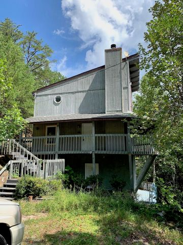 Wonderful Mountain Views for this 2 bedroom and 2 bath Chalet. This home is located just a couple of minutes drive from Pigeon Forge and Gatlinburg. Take in the privacy that being at the end of the road and the top of the mountain provides.