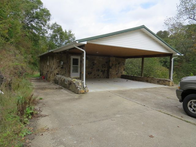 8209 North KY 11, Green Road, KY 40946