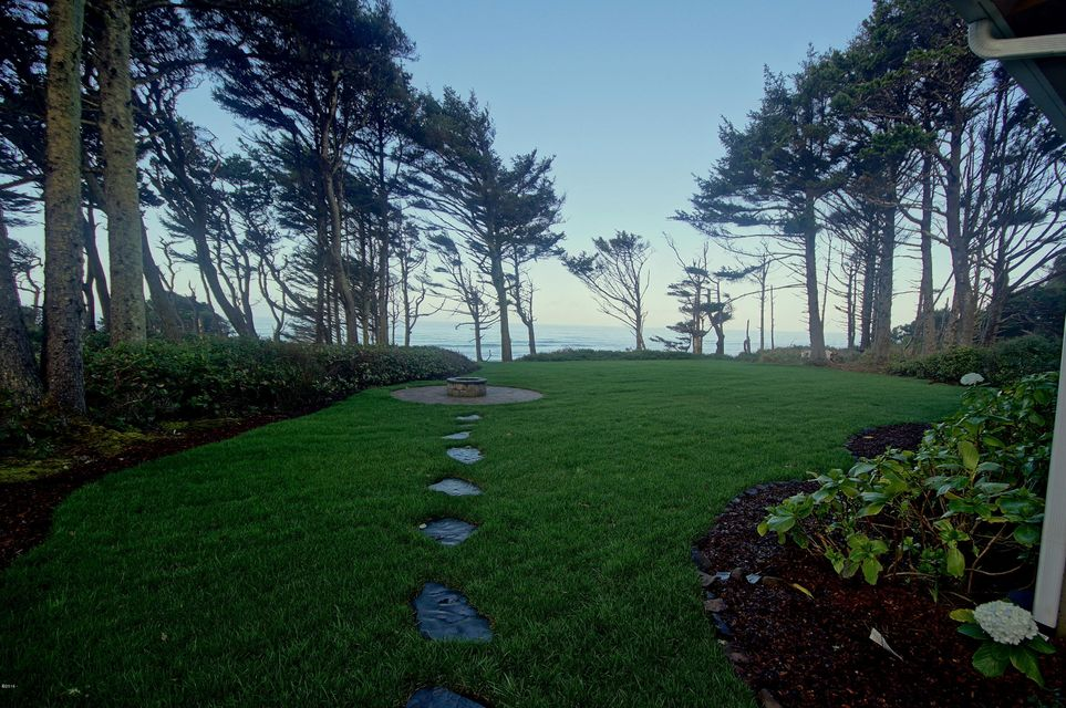 7601 N Coast Hwy, Newport, OR 97365 - Patio/Firepit