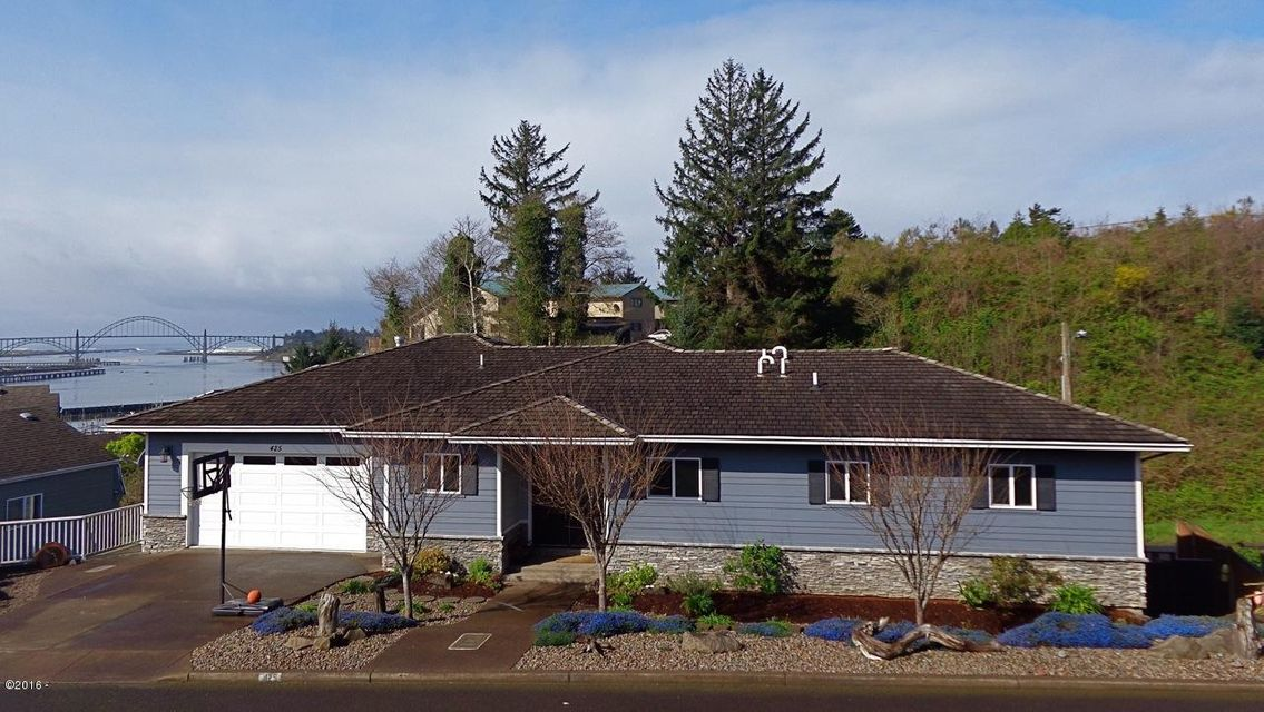 425 SE Scenic Loop, Newport, OR 97365 - Front of home