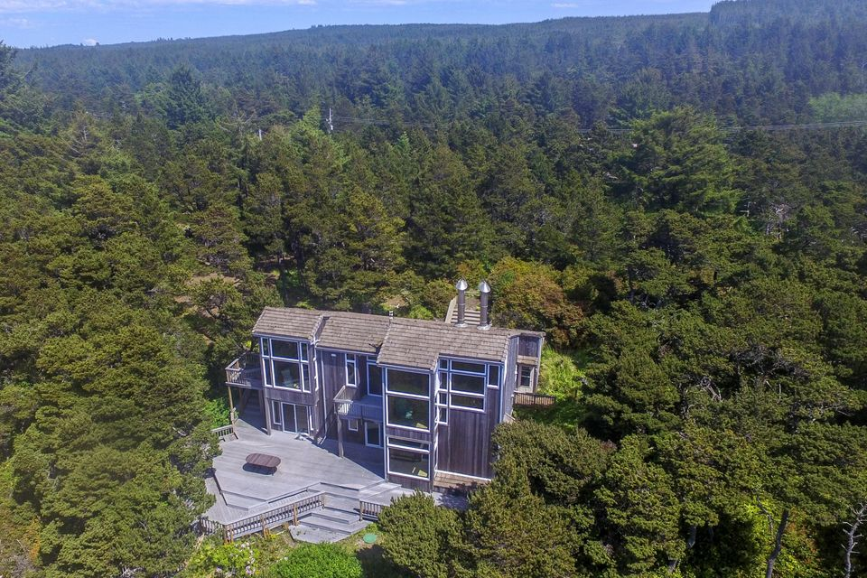 5822 NW Pacific Coast Hwy, Seal Rock, OR 97376 - House