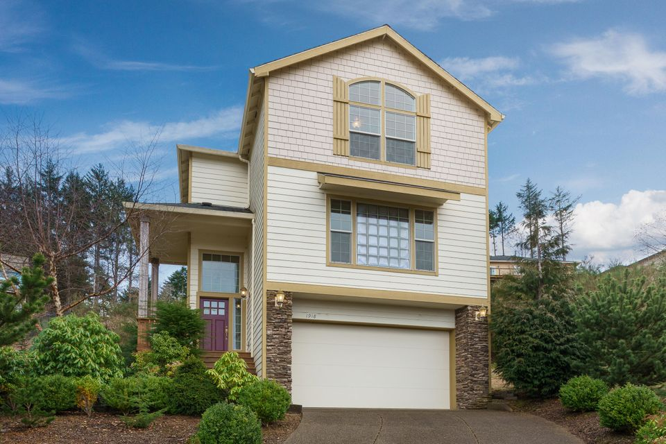 1918 SE 19th St, Lincoln City, OR 97367 - Superior curb appeal