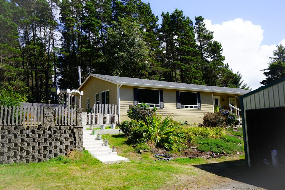 857 NW Downing Ln, Seal Rock, OR 97376 - House2