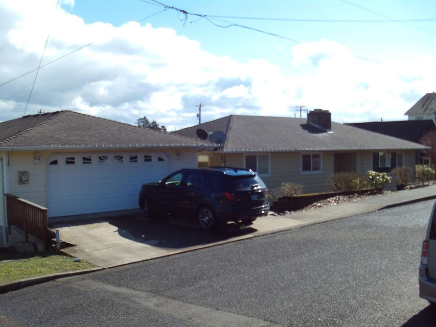 113 SW Cottage, Newport, OR 97365 - Front full view