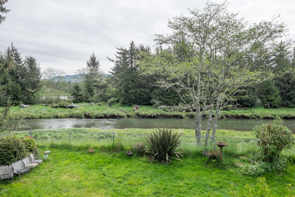 4534 SE 51st St, Lincoln City, OR 97367 - View