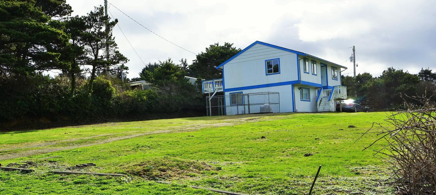 10093 NW Pacific Coast Hwy, Seal Rock, OR 97376 - House