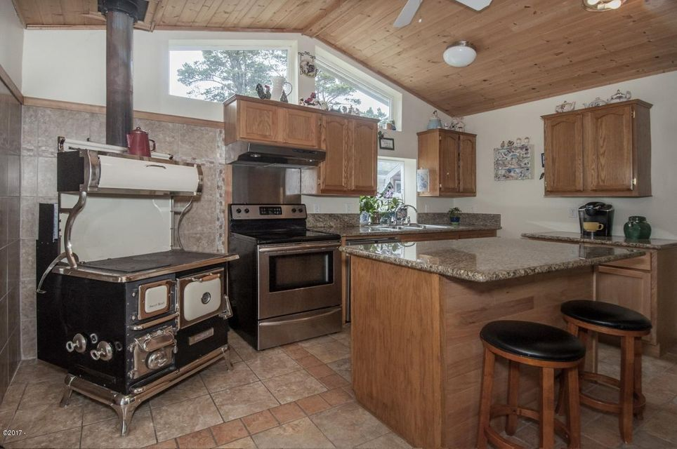 3050 SE Dune Ave, Lincoln City, OR 97367 - Kitchen
