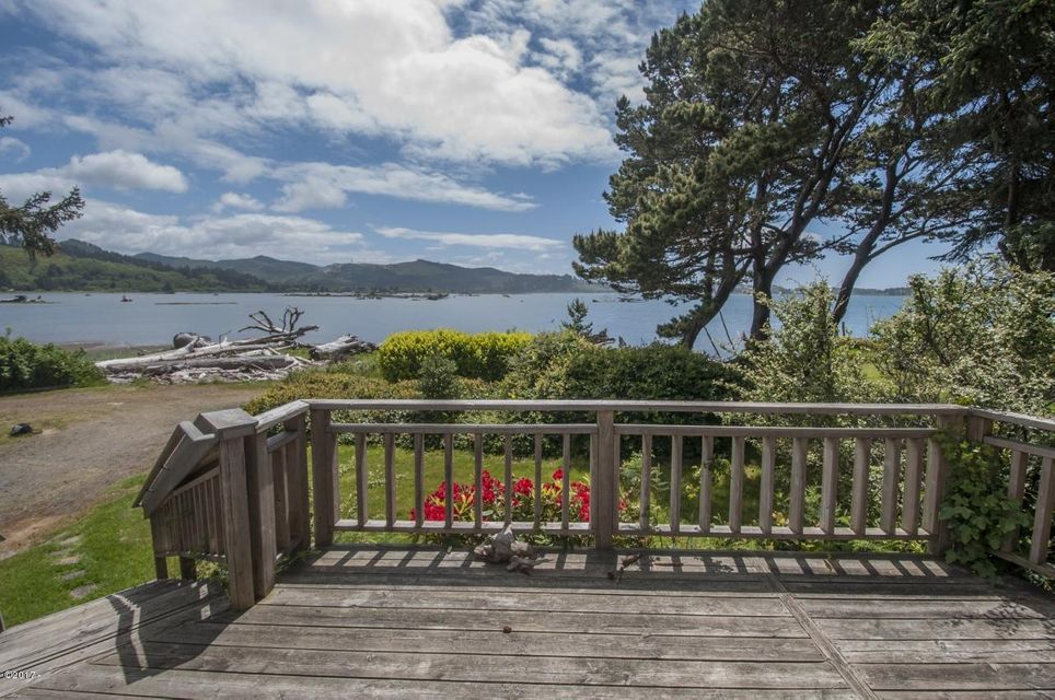 6928 SW Galley Avenue, Lincoln City, OR 97367 - Deck - View 3 (1280x850)
