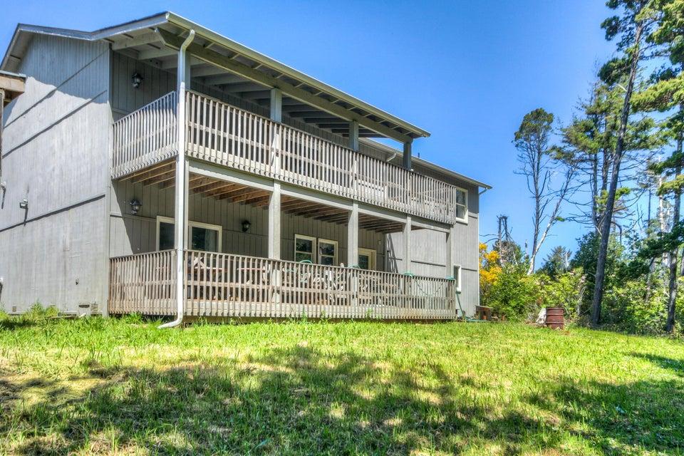 5090 NE Highland Ave, Yachats, OR 97498 - Covered Decks