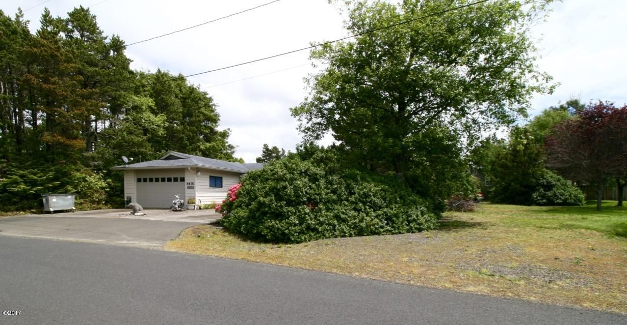 5470 & Lot #121 El Prado Ave, Lincoln City, OR 97367 - House & 1 Vacant Lot