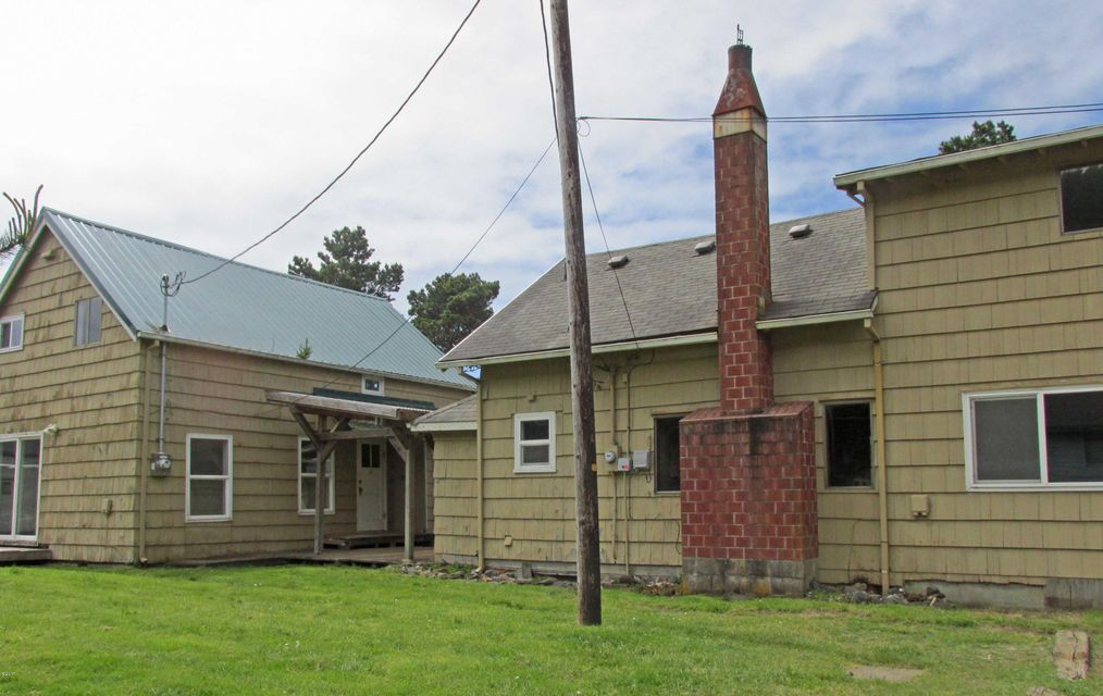 5935 Austin Ave, Cloverdale, OR 97112 - Tri-plex