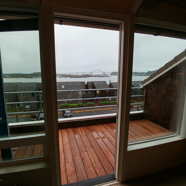 1000 SE Bay Blvd, 436, Newport, OR 97365 - Deck overlook