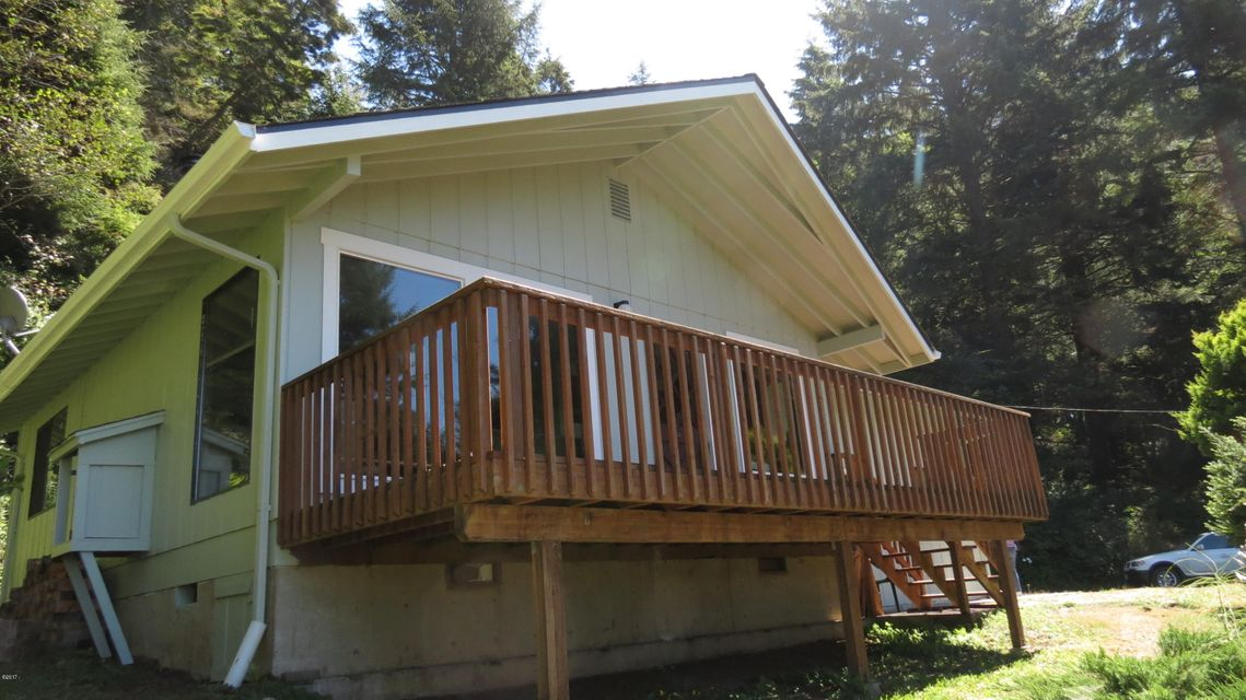 95475 Highway 101, Yachats, OR 97394-0340 - Cabin Front