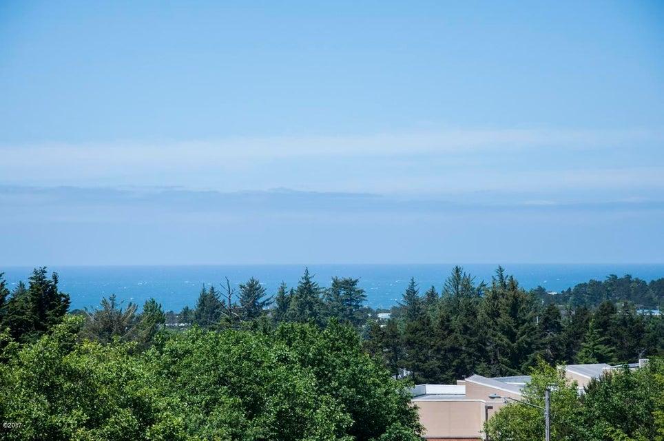 1015 NE 7th Drive, Newport, OR 97365-2515 - Ocean view