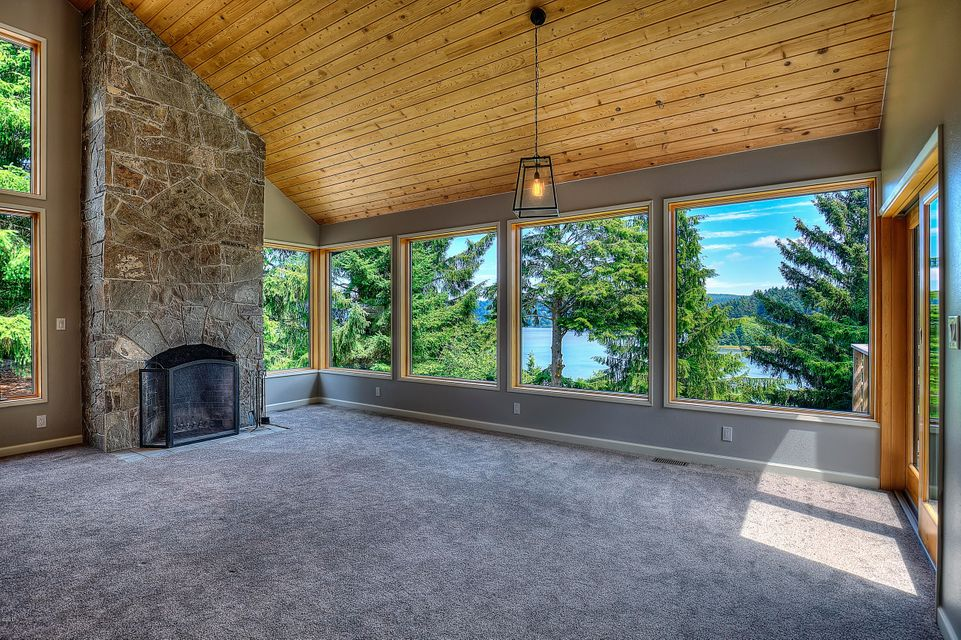 1024 Se 36th Street, South Beach, OR 97366 - Living room with Views