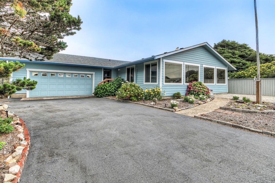 5540 El Mundo Ave, Lincoln City, OR 97367 - Front Of Home