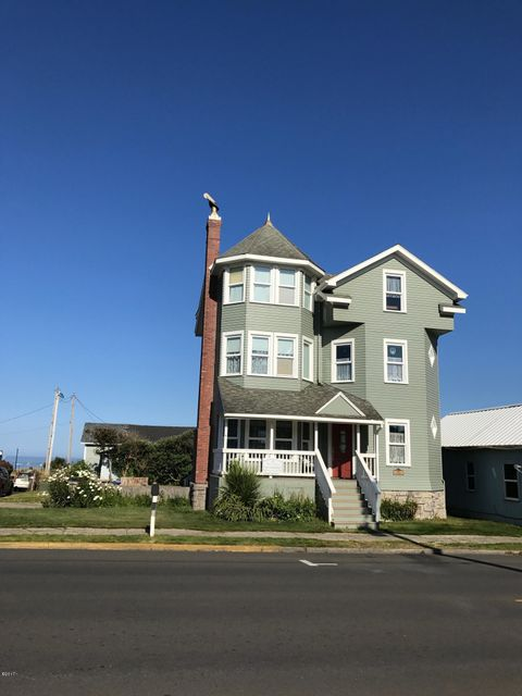 105 NW Coast St, Newport, OR 97365 - Ocean view Victorian Home