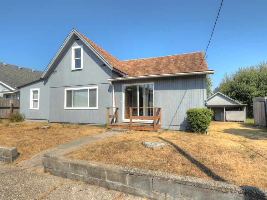 865 NE Commercial St, Waldport, OR 97394 - Front of house