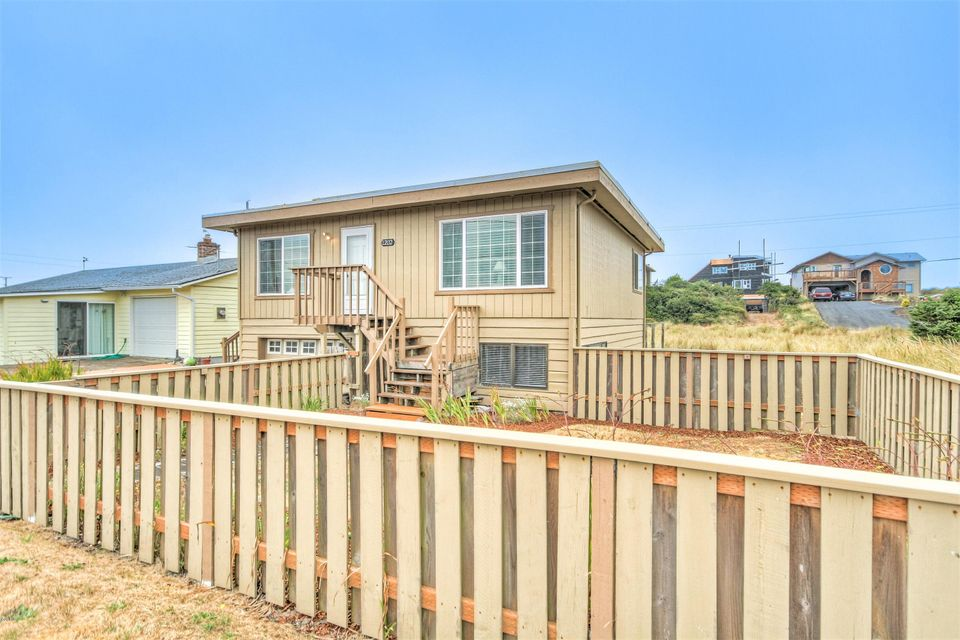 1202 NW Pacific Way, Waldport, OR 97394 - Steps from the beach