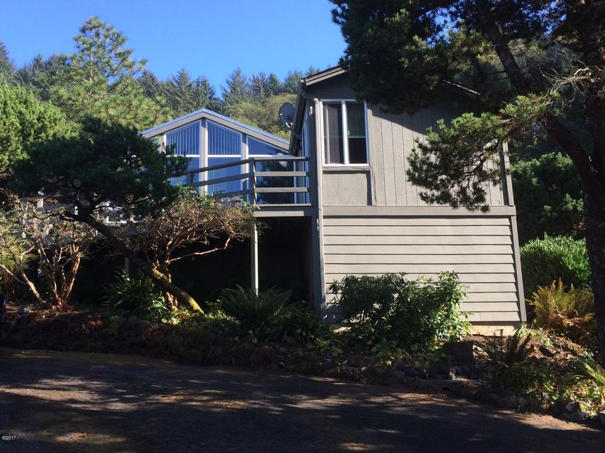 462 Overlook Dr, Yachats, OR 97498 - Front