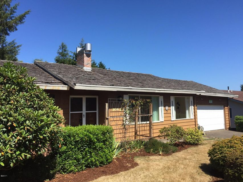 3043 NE 32nd Dr, Lincoln City, OR 97367 - One level by the lake and hospital!