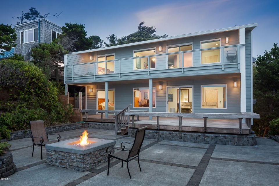 7315 Neptune Ave., Gleneden Beach, OR 97388 - Patio with Firepit