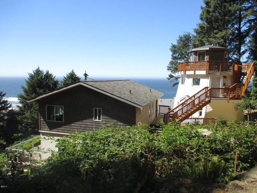 6820 NE Neptune Dr, Lincoln City, OR 97367 - House and lighthouse