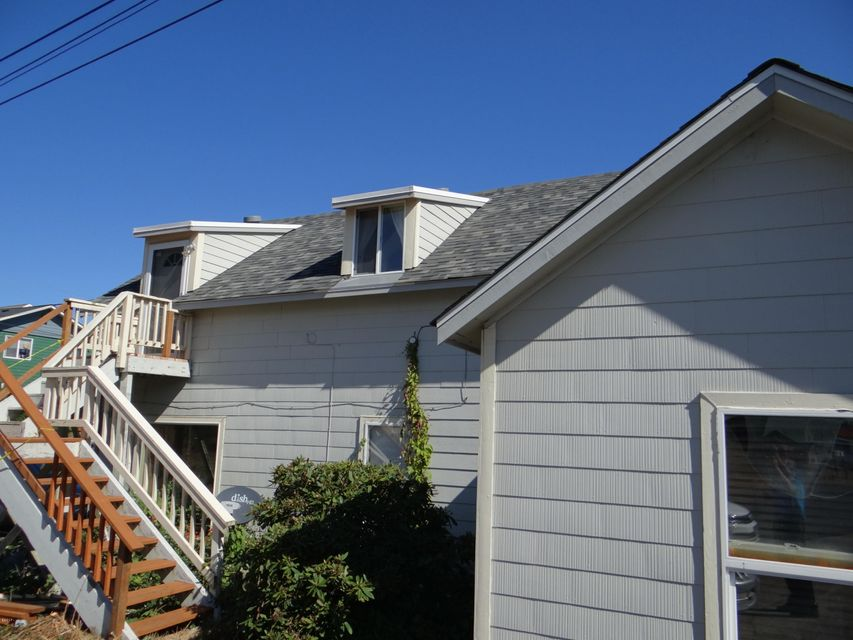 943 SW 12th St, Newport, OR 97365 - Duplex with 5 Bed 2 bath