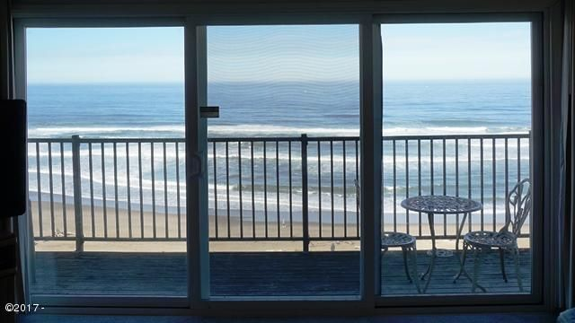 4229 SW Beach Avenue, 27, Lincoln City, OR 97367 - Living Room View