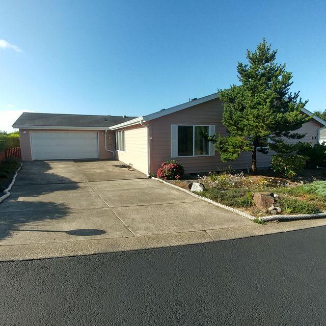 618 NE 55th St, Newport, OR 97365 - Front