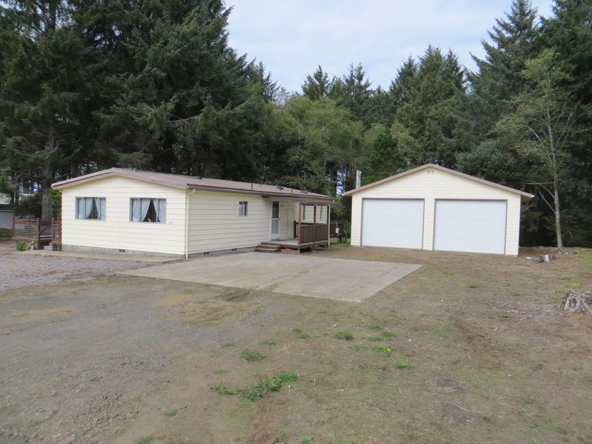 253 NE Vingie St, Yachats, OR 97498 - 1/2 Acre lot with Boat & RV space!