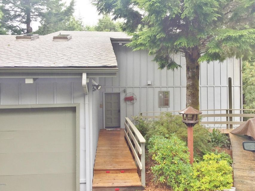 485 Lookout Dr, Gleneden Beach, OR 97388 - Exterior entry