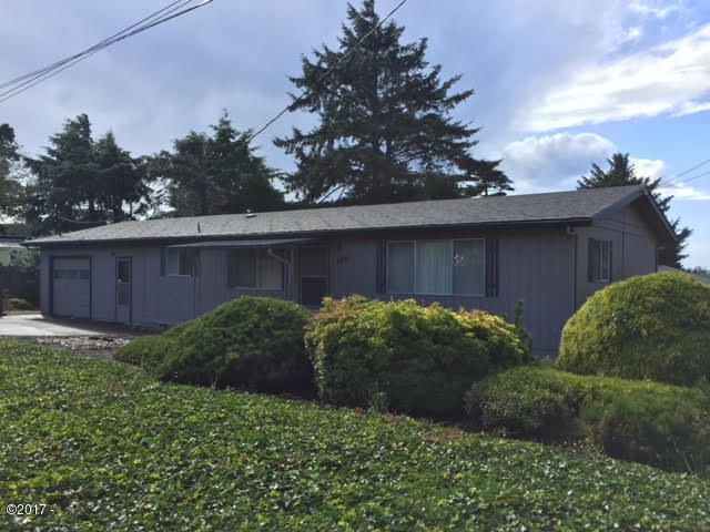 2531 NW Oar Ave, Lincoln City, OR 97367 - Front form corner 26th v