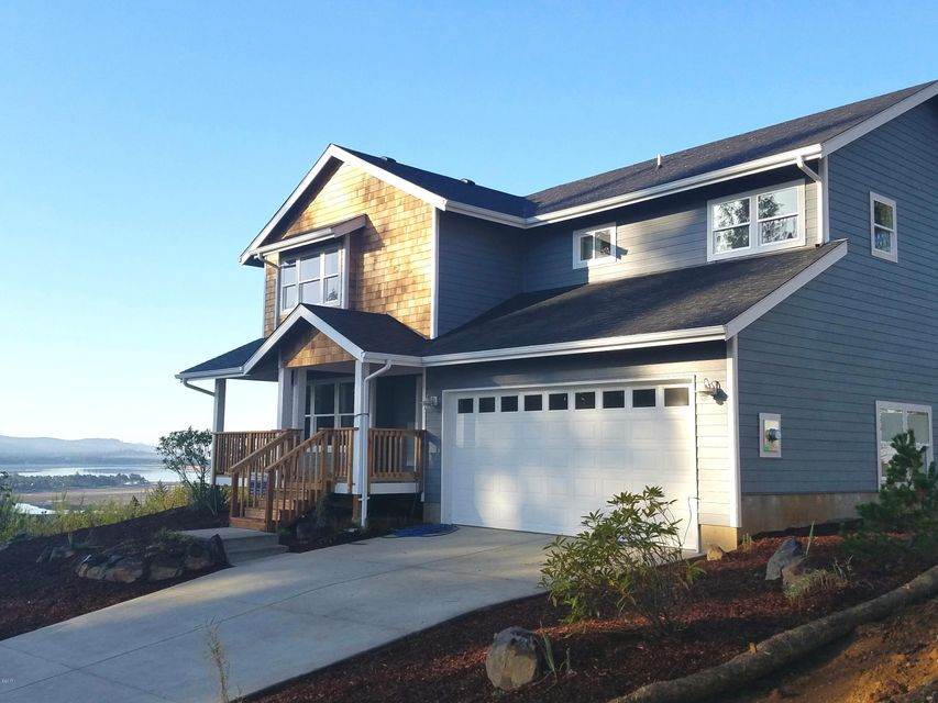 4135 SE Lee Ave, Lincoln City, OR 97367 - Quality built