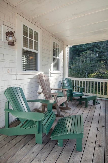 2087 NE 56th Dr, Lincoln City, OR 97367 - Front Porch (850x1280)