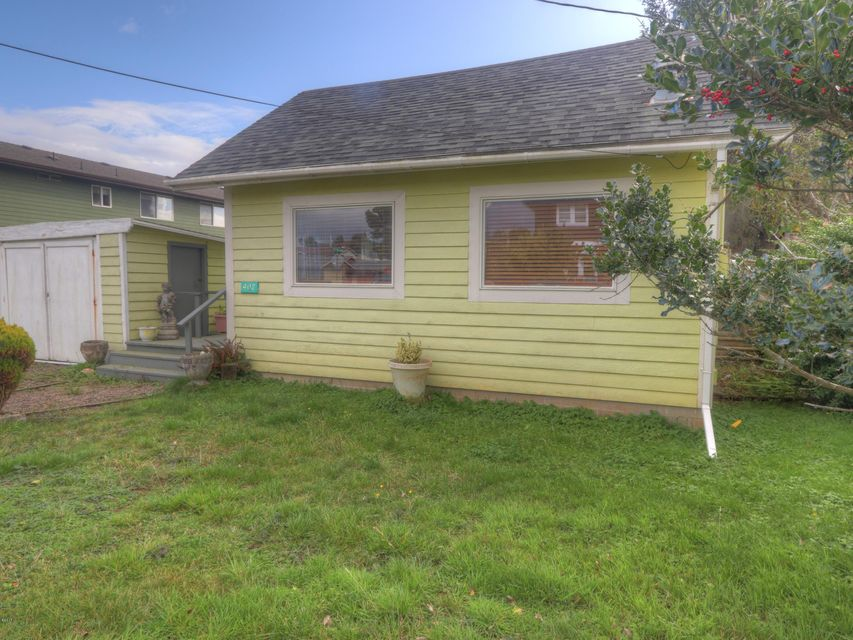 407 NW 6th St, Newport, OR 97365 - Front of house