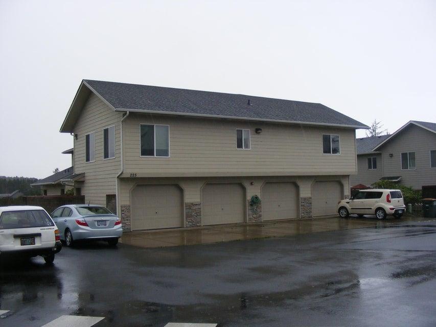 225 SW 30th St, Newport, OR 97365 - Unit #225 exterior