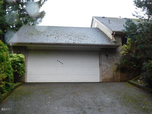 1636 NE Regatta Way, Lincoln City, OR 97367 - 431-492940 Front driveway