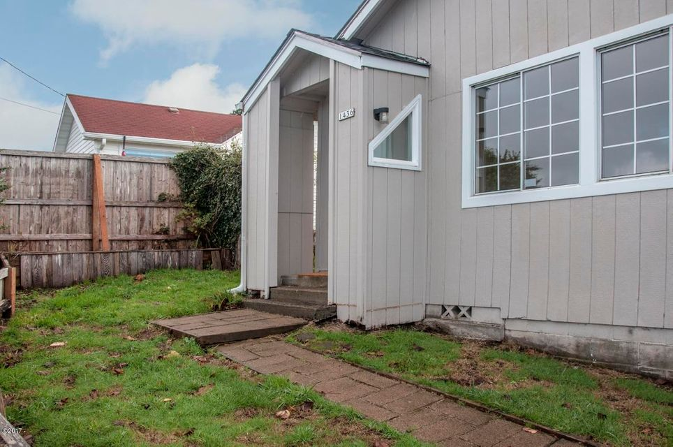 1436 NE 13th St., Lincoln City, OR 97367 - Frontyard & entry