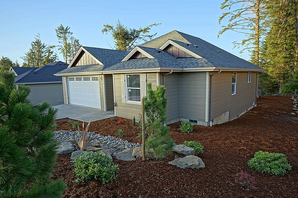 1345 SE 41st St, Lincoln City, OR 97367 - Lincoln City Family Home