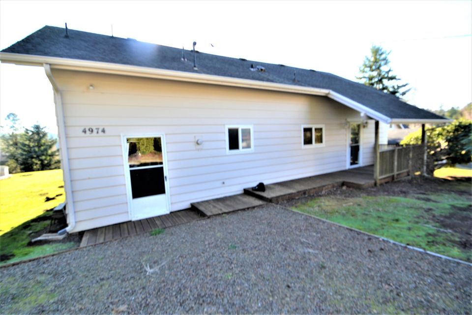 4974 NE 49th St, Neotsu, OR 97364 - Front