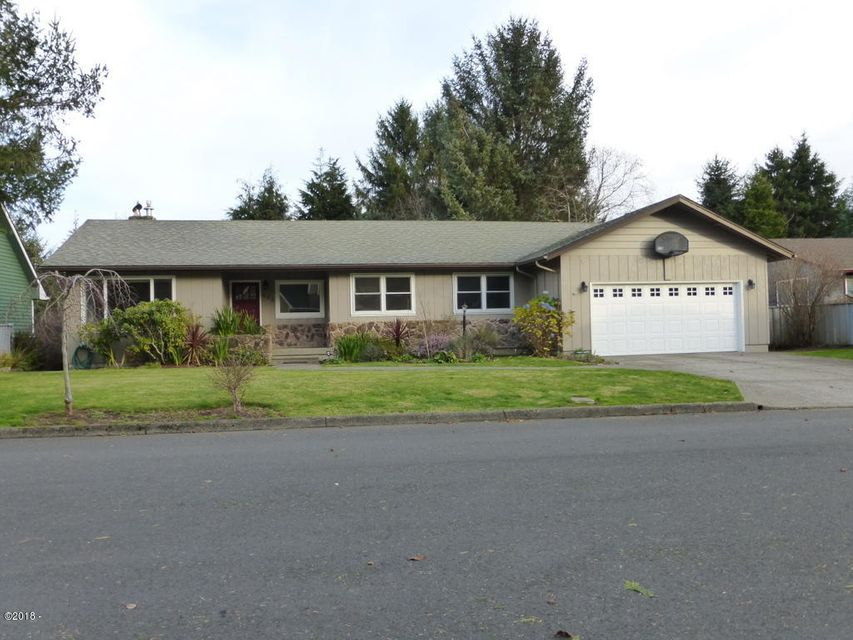 658 NE 20th Pl, Newport, OR 97365 - Front